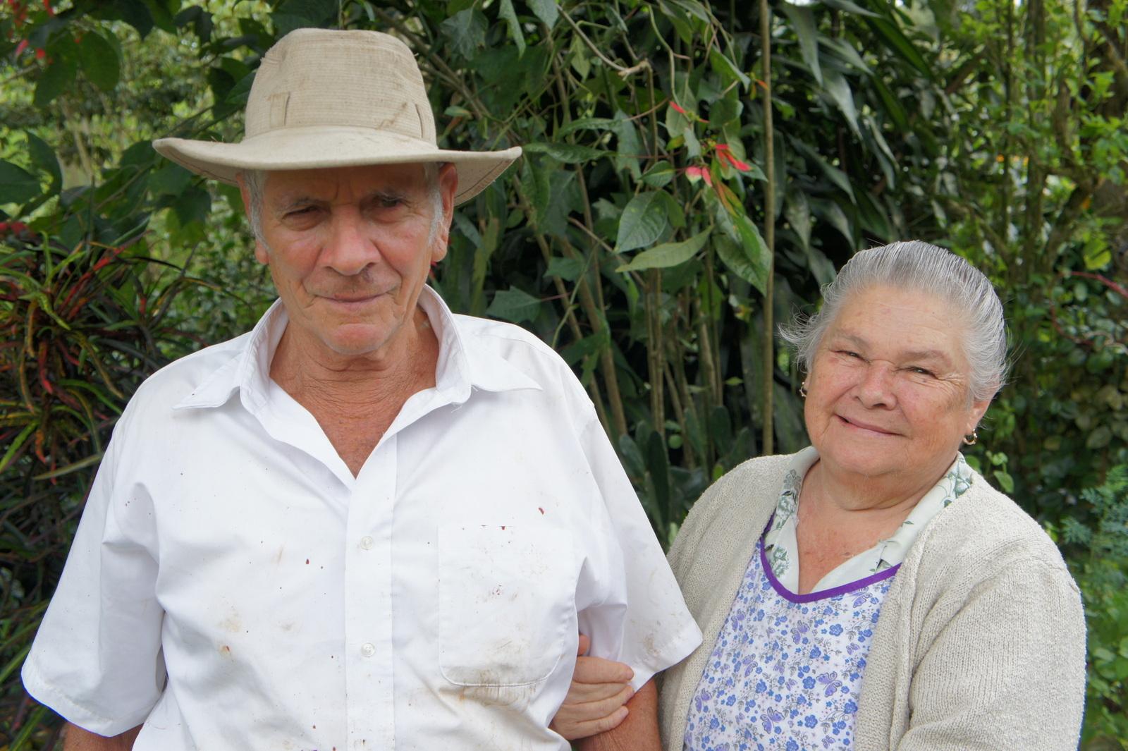 Elías Rodrigo Bogantes y Su esposa